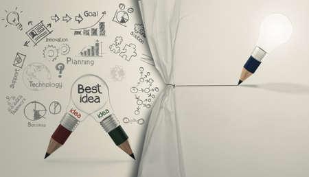 wrinkled paper: potlood gloeilamp trekken touw geopend gekreukeld papier show business strategie als concept Stockfoto