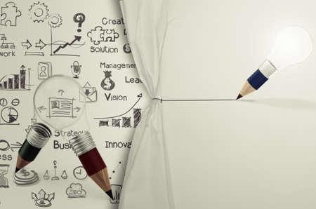 strategy: l�piz bombilla empate cuerda estrategia de negocios abierto arrugado papel espect�culo como concepto Foto de archivo