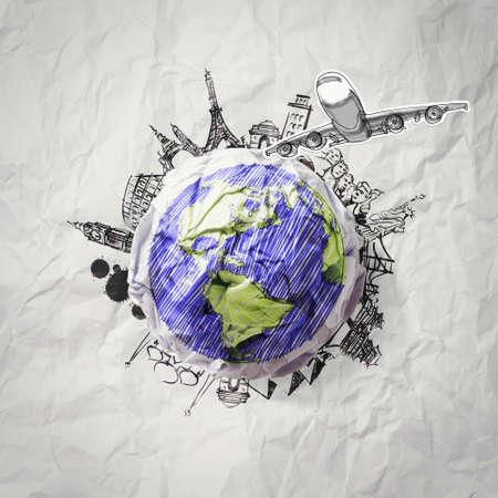 weltkugel asien: zerknittertes Papier und um die Welt reisen als Konzept