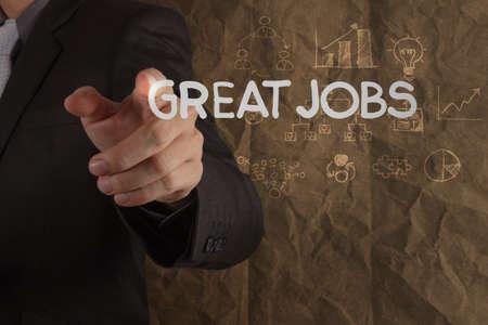 competencias laborales: hombre de negocios mano dibuja trabajos grandes palabras sobre fondo de papel reciclado arrugado como concepto