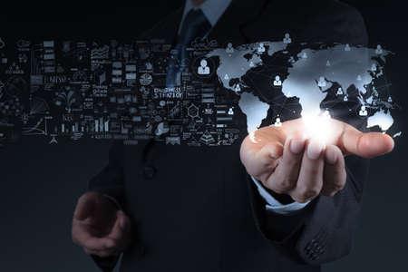 homme d'affaires montrant la structure 3D du monde et un réseau social comme cocnept