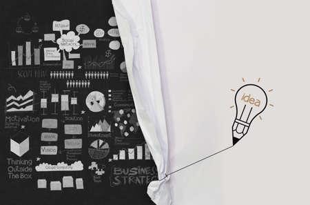 trekken: potlood gloeilamp trekken touw geopend gekreukeld papier show business strategie als concept Stockfoto
