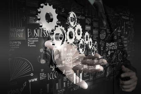 개념으로 성공에 새로운 현대적인 컴퓨터 및 사업 전략 기어 작업 사업가 손