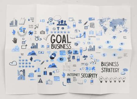 marca libros: mano la estrategia de negocios dibujado sobre fondo de papel arrugado como concepto