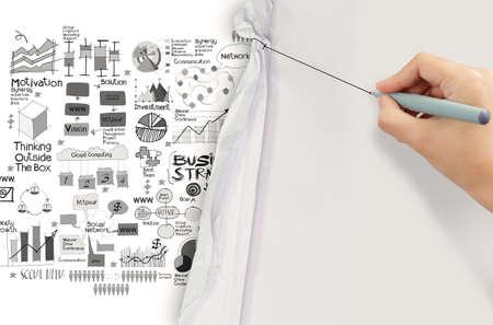 marca libros: cuerda de dibujo de la mano con la estrategia de negocio en el fondo de papel arrugado como concepto