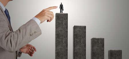 적합: 사업가 손을 컨셉으로 한 파트너십에 대한 올바른 사람을 선택 스톡 콘텐츠
