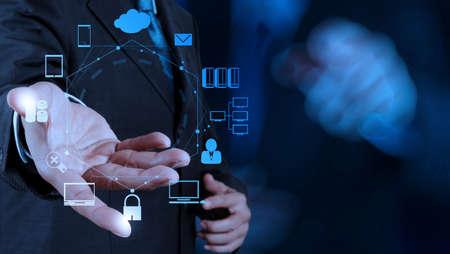 zakenman succes werkende computer touchscreen met zijn team als concept Stockfoto