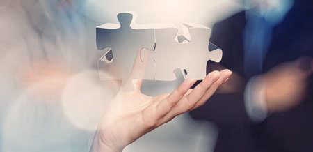 mision: mano de negocios que muestra signo de la asociación como concepto