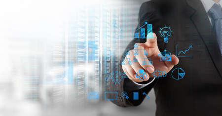 Mano de negocios que trabaja con la computadora nueva, moderna y estrategia de negocio como concepto Foto de archivo - 33248250