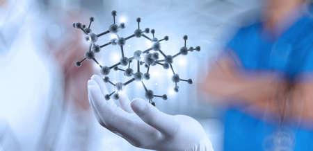 科学者医師の手が概念としてラボで仮想分子構造を保持しています。 写真素材