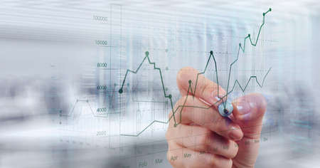 desarrollo económico: mano de negocios que trabaja con la computadora nueva, moderna y estrategia de negocio como concepto