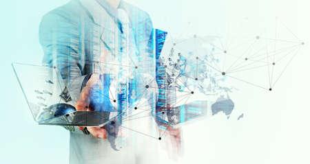 Double expozice podnikatel ukazuje, moderní technologie jako koncept