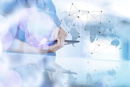 Smart Network montrant de la main de médecin à l'exposition de bokeh en réseau médical et le concept des médias Banque d'images - 37014894