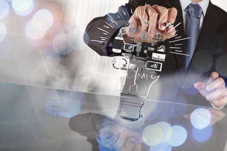 Handzeichnung kreative Business-Strategie mit Glühbirne als Konzept Standard-Bild - 37719519