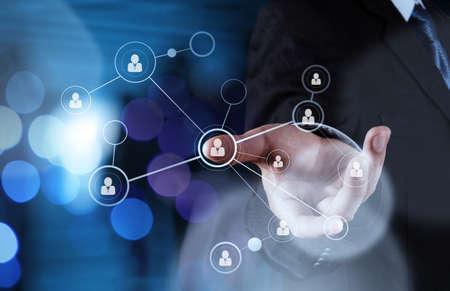Podwójna ekspozycja biznesmen pracy z nową strukturą nowoczesny komputer pokaż social network i ekspozycji bokeh