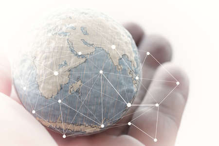 Fermer d'affaires main montrant la texture du monde avec le concept de diagramme de réseau éléments numériques de médias sociaux de cette image fournies par la NASA Banque d'images - 38155154