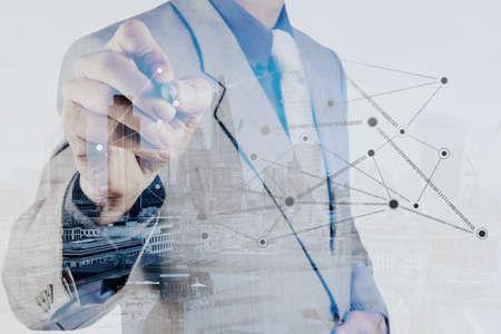 tecnolog�a informatica: Doble exposici�n de negocios que trabajan con la nueva estructura de programa de ordenador de la red social moderna como concepto Foto de archivo
