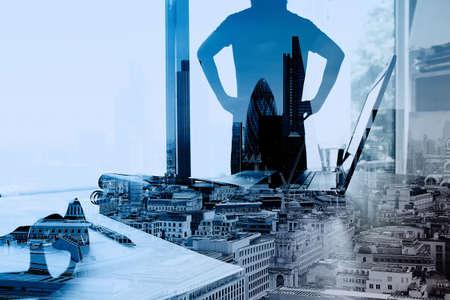 exposicion: Doble exposición de negocios que trabajan con la nueva estructura de programa de ordenador de la red social moderna como concepto Foto de archivo