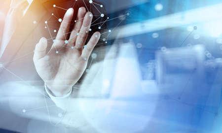 Double exposition homme d'affaires travaillant avec la nouvelle structure salon de l'informatique moderne de réseau social et de l'exposition bokeh Banque d'images - 42080545