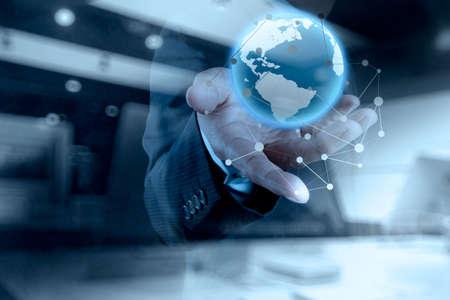 exposicion: Doble exposición de negocios que trabajan con el nuevo programa de ordenador moderno globo con estructura de red social y la exposición del bokeh