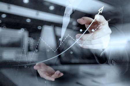 Doppia esposizione di mano d'affari di lavoro con computer nuovo e strategia aziendale moderna come concetto