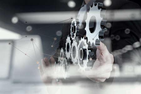 ネットワーク図では概念として成功するビジネスマンの手ショー人間歯車の二重露光