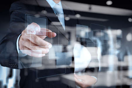 Double Exposure podnikatel ukazuje moderní technologie jako koncept