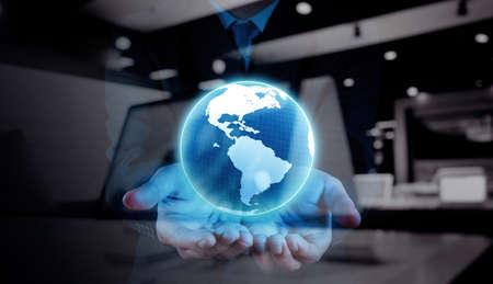 exposicion: doble exposición de la mano de negocios que muestra la textura del mundo con los medios de comunicación social Concepto de diagrama de red digital