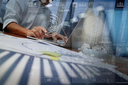 Trabajar con la tecnología moderna y efecto de capa digital como estrategia de negocio concepto de mano de negocios Foto de archivo - 45551639