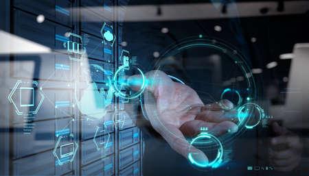新しいコンピューター インターフェイス上クラウド コンピューティング図の操作のビジネスマン手の二重露光