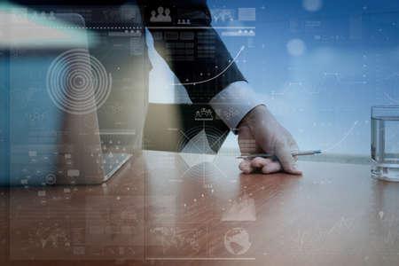 Geschäftsmann Hand die Arbeit mit moderner Technik und digitale Schicht Wirkung wie Business-Strategie-Konzept Standard-Bild