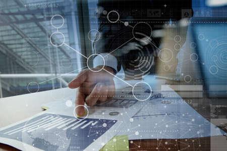 homme d'affaires travaillant main avec la technologie moderne et de l'effet de la couche numérique comme concept de stratégie d'entreprise