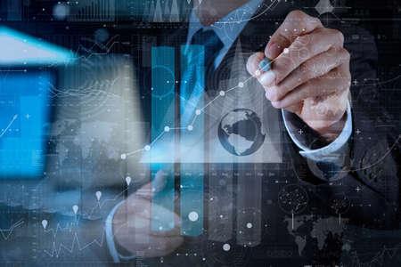 zakenman hand werken met moderne technologie en digitale laageffect als bedrijfsstrategie concept Stockfoto
