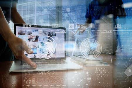 mão empresário que trabalha com tecnologia moderna e efeito de camada digital como conceito estratégia de negócios