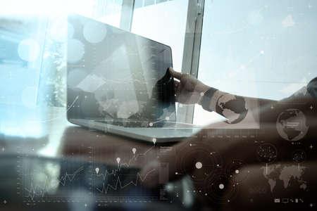 communication: homme d'affaires travaillant main avec la technologie moderne et de l'effet de la couche numérique comme concept de stratégie d'entreprise