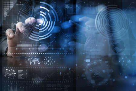 technologie: podnikatel ruce práce s moderní technologií a digitální vrstvou účinností obchodní strategie koncepce