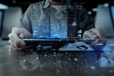 estadisticas: trabajar con moderno equipo de tableta digital tecnolog�a y efecto de capa digital como estrategia de negocio concepto de mano de negocios Foto de archivo
