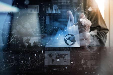 технология: бизнесмен рука работает с современной технологией и цифровой эффект слоя как понятие бизнес-стратегии Фото со стока