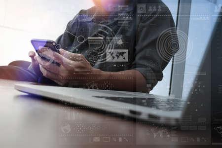 exposicion: Doble exposición de la mano de negocios que trabajan con el teléfono móvil y el ordenador moderno y estrategia de negocio como concepto