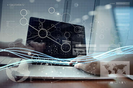 Wellen von blauem Licht und Geschäftsmann mit Laptop-Computer und Smartphone mit digitalen Schichteffekt als Konzept