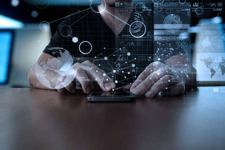 estadisticas: Mano de empresario utilizando tel�fono m�vil con efecto de capa digital como estrategia de negocio concepto Foto de archivo