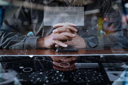 実業家の手オンライン ショッピング概念としてデジタル pro タブレットと画面に「安全なお支払い」でスマート フォンを使用して 写真素材