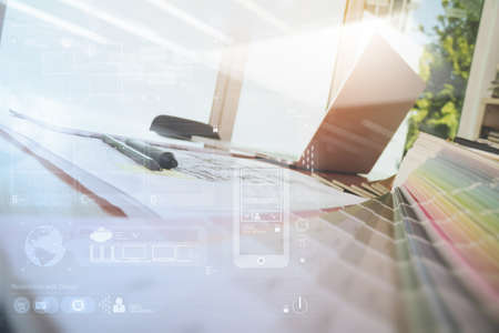 Espace de travail design avec ordinateur portable et téléphone intelligent et tablette numérique avec une couche de diagramme de conception numérique sur un bureau en bois comme concept de conception Web réactif Banque d'images