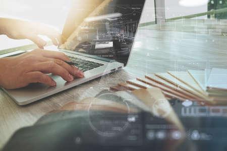 Mão de designer de interiores trabalhando com novo computador moderno laptop e tablet digital pro com placa de material de amostra e camada de diagrama de design digital na mesa de madeira como conceito Foto de archivo
