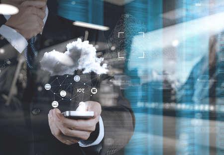 Doppelbelichtung der Hand zeigt Internet der Dinge (IoT) Wortbild als Konzept Standard-Bild - 53603943