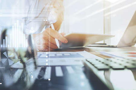 zakelijke documenten op kantoor tafel met laptop computer en grafiek zakelijke digitale diagram en zakenman werken op de achtergrond