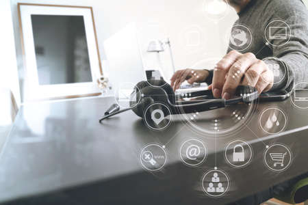 コール センター、カスタマー サービス ヘルプ デスク概念として仮想インターフェイス グラフィック アイコン ネットワーク図では近代的なオフィ