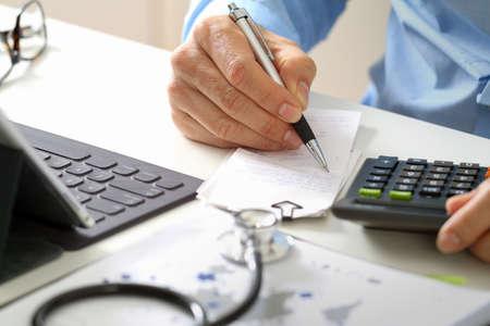 Concept des coûts et des frais de soins de santé Banque d'images - 88997696
