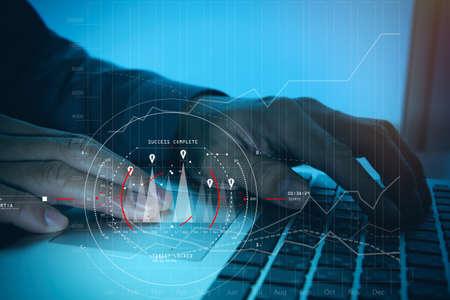 Conceito de diagrama digital de foco de destino, interfaces de gráfico, tela de interface do usuário virtual, netwoork de conexões. Analista de finanças hipster trabalhando no escritório da moda