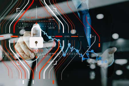 Regulación general de protección de datos (GDPR, por sus siglas en inglés) y concepto de seguridad. Protección de objetivos de halogramas de computadora bloqueada con éxito en el trabajo y la tecnología de finanzas comerciales.